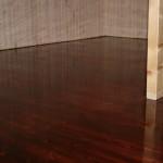 деревянный пол, под тонировкой и тремя слоями лака, циклевка деревянного пола
